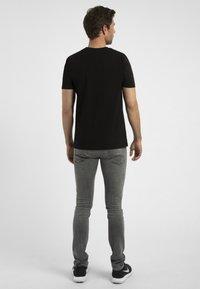 Apart - MIT DRUCK - Print T-shirt - schwarz - 2