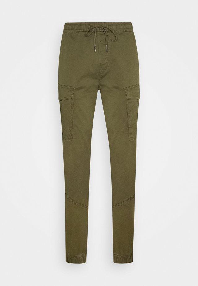 PANTS JIM CUFF - Pantalon cargo - ivy green