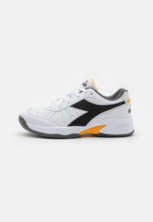 S. CHALLENGE 3 JR UNISEX - Multicourt tennis shoes - white/black/saffron