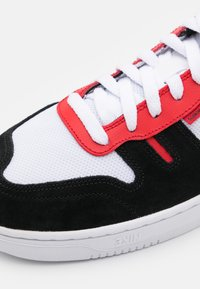 Nike Sportswear - SQUASH TYPE - Sneakers basse - white/black/university red - 5