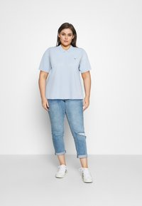 Tommy Hilfiger Curve - ESSENTIAL - Polo shirt - breezy blue - 1