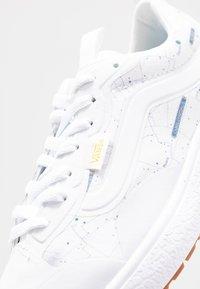 Vans - ULTRARANGE  - Trainers - white/yellow - 2