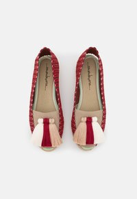 Casa de Vera - IXORA  - Wedge sandals - blanco/rojo/beige - 5
