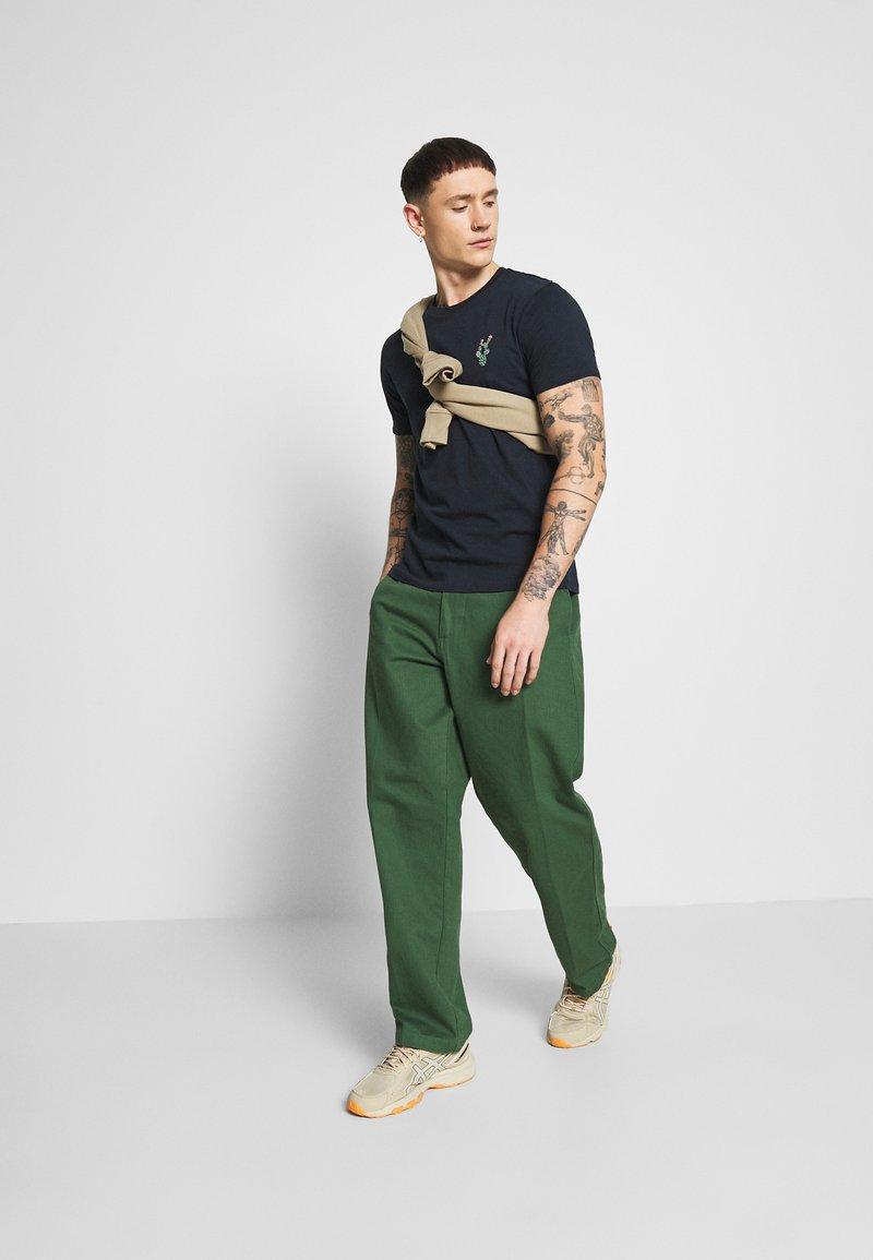 Burton Menswear London - EMBROID 2 PACK - Basic T-shirt - navy/khaki