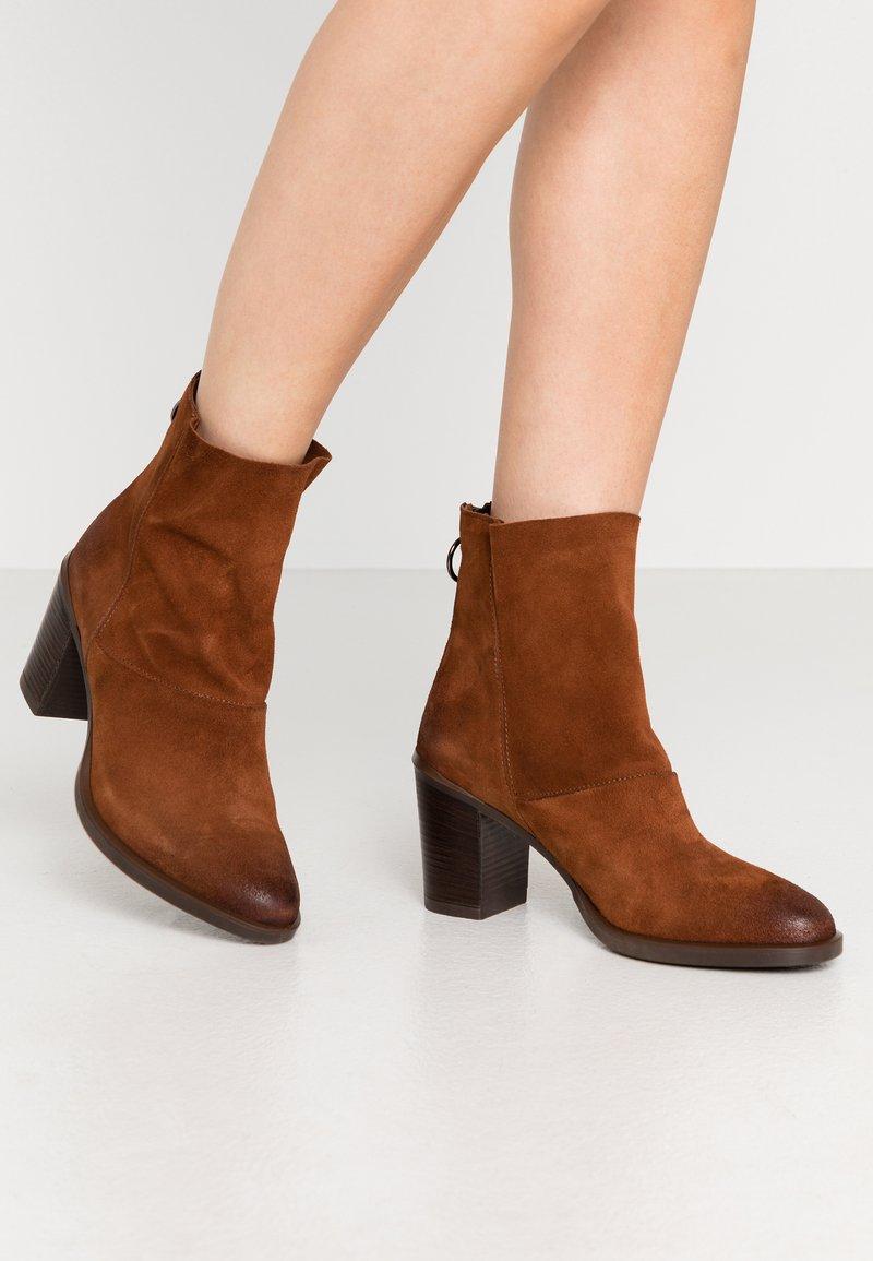 MJUS - Kotníkové boty - penny