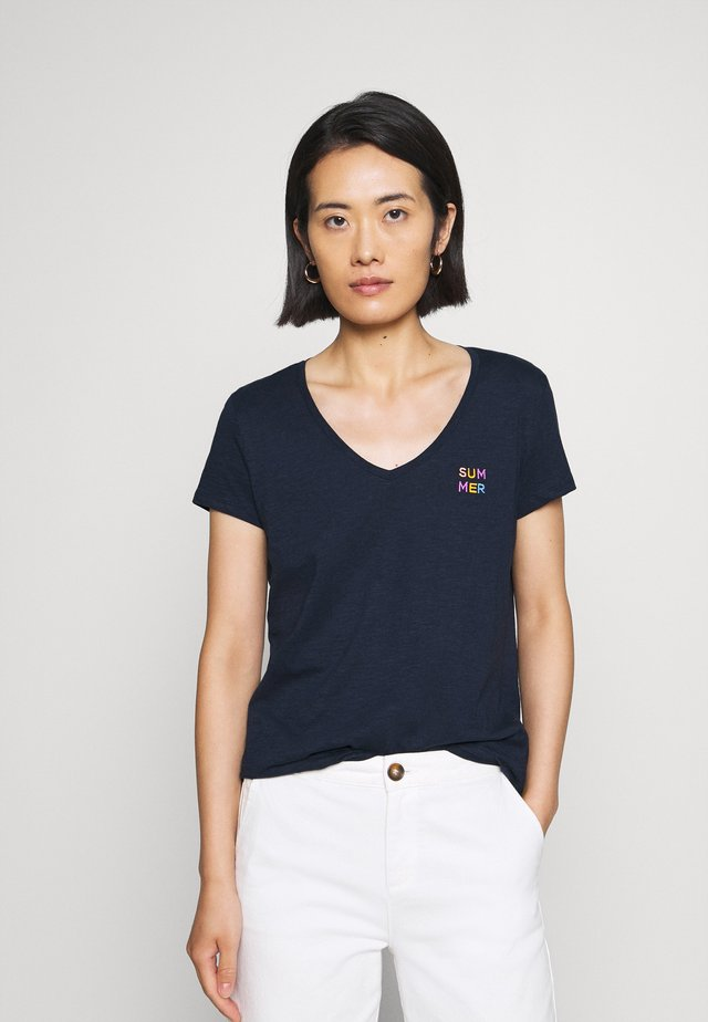 BASIC VNECK TEE WITH EMBRO - T-shirt basique - real navy blue