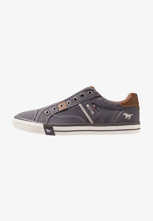 Sneakers laag - dunkelgrau