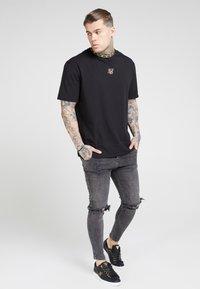 SIKSILK - DISTRESSED SLICE KNEE - Jeans Skinny Fit - dark grey - 1