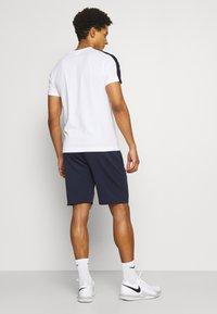 Lacoste Sport - TECH SHORT - Träningsshorts - navy blue - 2