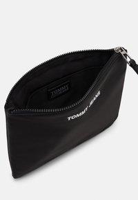 Tommy Jeans - TWIST POUCH - Clutch - black - 2