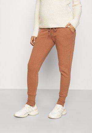 OLMMAGGI LONG CUFF PANT - Tracksuit bottoms - carob brown