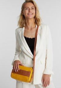 Esprit - MINNESOTA  - Across body bag - brass yellow - 0