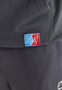 SIKSILK - SPACE JAM RELAXED FIT JOGGER - Pantalon de survêtement - dark grey - 4