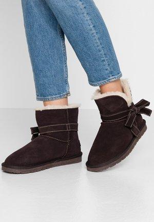 LUNA BOW BOOTIE - Kotníkové boty - dark brown