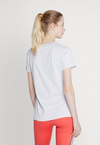 Nike Performance - DRY TEE CREW - T-shirt con stampa - white/black - 2