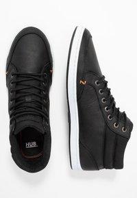 HUB - INDUSTRY - Sneakers high - black/white - 1