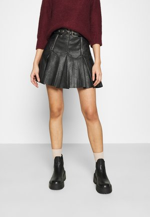 PLEAT BUCKLE MINI SKIRT - Mini skirt - black