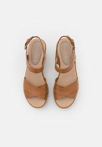 Timberland - KORALYN CROSS STRAP - Sandály na platformě - light brown - 5