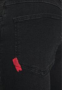 11 DEGREES - RIP AND REPAIR  - Denim shorts - washed black - 2