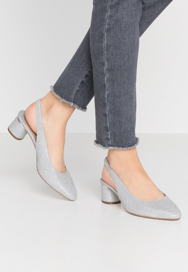 Dorothy Perkins Wide Fit - WIDE FIT DOLLAR CYCLINDER HEEL SLINGBACK COURT - Escarpins - silver