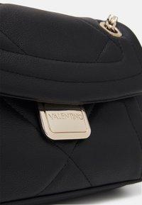 Valentino Bags - PERLA - Across body bag - nero - 3