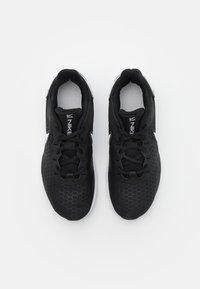 Nike Performance - LEGEND ESSENTIAL 2 - Kuntoilukengät - black/white/pure platinum - 3