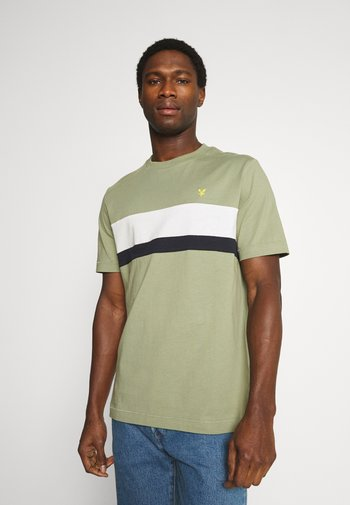 CUT AND SEW RELAXED FIT - T-shirt med print - moss