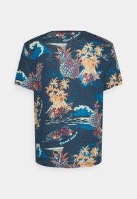 Jack & Jones - JORTROPICANA TEE CREW NECK - Print T-shirt - ensign blue - 1