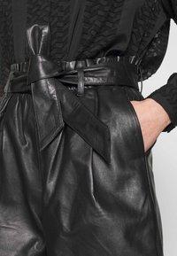 ONLY - ONLVIYA  - Shorts - black - 5