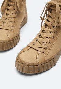 Uterqüe - Sneakers hoog - nude - 3