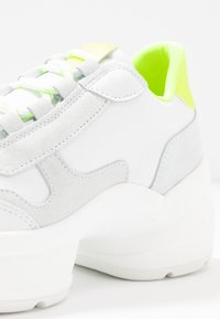 Steven New York - SHIZZLE - Trainers - white/yellow - 2