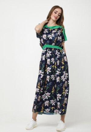TSURUMI - Maxi dress - blau, rosa