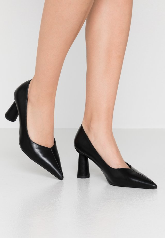 CONE SHAPE POINTY  - Decolleté - black
