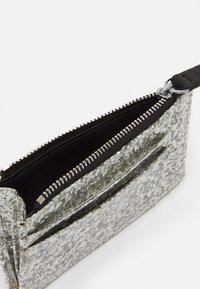 CHIARA FERRAGNI - FLIRTING GLITTER CARDHOLDER  - Wallet - silver - 2