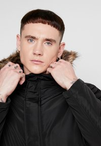 Only & Sons - ONSERIC HOOD PARKA  - Parka - black - 4