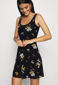 Even&Odd - Day dress - black/yellow - 4