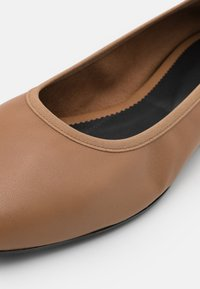 Filippa K - REY FLAT - Baleríny - chestnut brown - 6