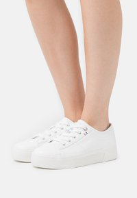 s.Oliver - LACE-UP - Trainers - offwhite - 0