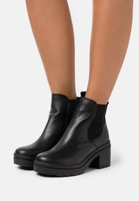 Musse & Cloud - KAMBEL - Platform ankle boots - black - 0