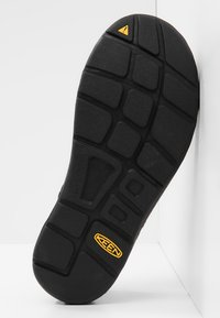 Keen - UNEEK - Outdoorsandalen - black/black - 4