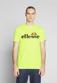 Ellesse - PRADO - Printtipaita - neon yellow - 0