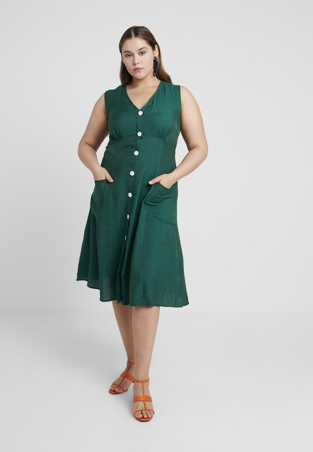 SLEEVELESS VNECK BUTTON DRESS WITH POCKETS - Shirt dress - forest green