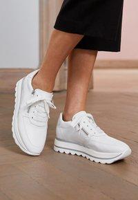 Gabor - Sneakers laag - weiß - 5