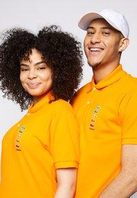Lacoste - POLAROID UNISEX - Polo shirt - orpiment - 3