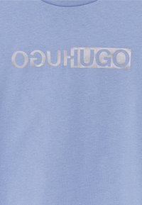 HUGO - THE SLIM TEE - T-shirts med print - bright blue - 6