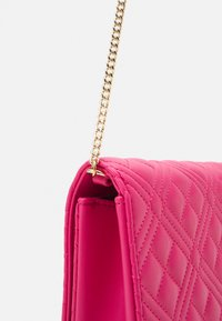 Love Moschino - Across body bag - fuxia - 4