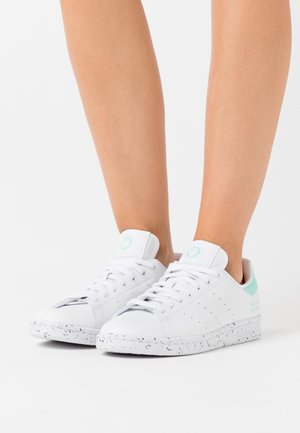STAN SMITH PRIMEGREEN VEGAN - Sneakersy niskie - footwear white/easy green