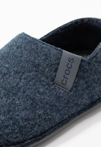 Crocs - CLASSIC CONVERTIBLE - Tofflor & inneskor - navy/charcoal - 6