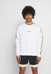adidas Originals - DETAIL CREW UNISEX - Felpa - white - 0