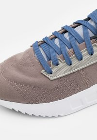 adidas Originals - GEODIVER - Sneakers basse - halo silver/core black/footwear white - 5